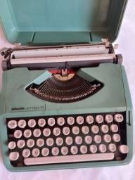 Título do anúncio: Maquina de Escrever Olivetti Letera 82 Portatil Usada