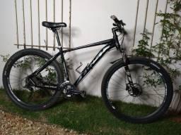 Título do anúncio: Bicicleta alumínio 29 quadro 19 toda Shimano 27 marchas. Revisada