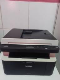 Vende se uma impressora preta e branca so para documentos, pouco uso,voltagem 110wts