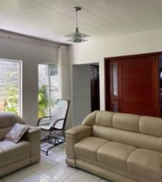 Casa com 03 dormitório Pajuçara