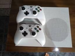 Título do anúncio: Xbox One S de 1TB com 2controles mais 1jogo original
