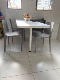 Mesa branca de cozinha