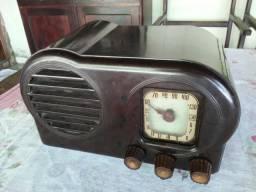 Radio antigo valvulado caixa de Baquelite Argentino