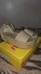 Sandália moleca e blusa