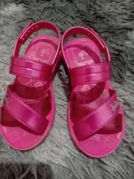 Vendo sandália da Barbie