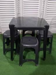 Mesa e banqueta