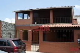 Casa com 3 Quartos (1 Suite) Sala, Cozinha, 2 Banheiros, Área de Serviço e Garagem, à vend