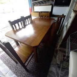 Título do anúncio: Mesa de madeira  com 6 cadeiras