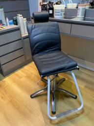 Título do anúncio: Cadeira de maquiagem e design de sobrancelha