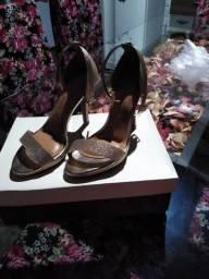 Título do anúncio: Vendo sandália