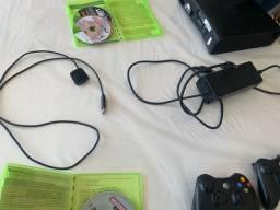 Título do anúncio: Xbox 360, funcionando, original, com jogos, 2 controles
