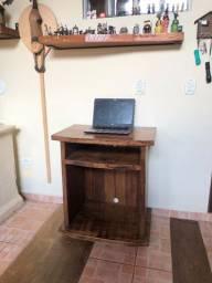 Mesa em madeira para TV ou computador
