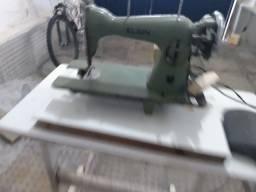 Título do anúncio: máquina de costura Singer usada