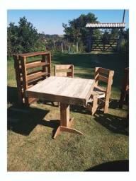 Mesa e cadeiras de madeira - Pallet