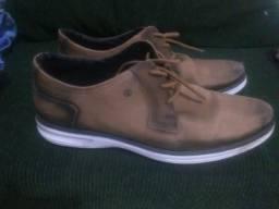 Sapato tipo couro marca pegada
