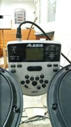 Bateria eletrônica Alesis DM7X