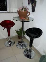 Mesinha de vidro + tamborete regulável (altura e gira para os lados)
