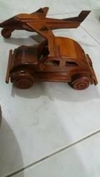 Artesanato de madeira de lei