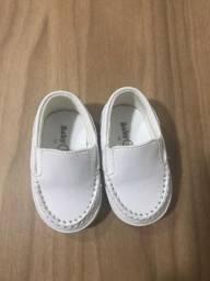 Sapato mocassim branco para bebê