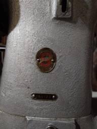 Máquina de costura Singer 18U122
