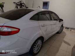 Ford Fiesta sedã titanium