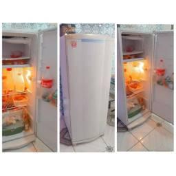 Título do anúncio: 280 geladeira consul