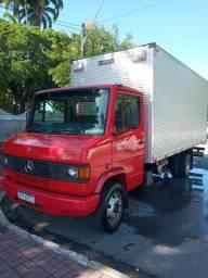 Caminhão 710 2011