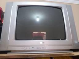 Vendo televisão pra retirada de peça