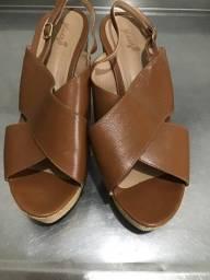 Título do anúncio: Sandalha pouco usada tamanho 43