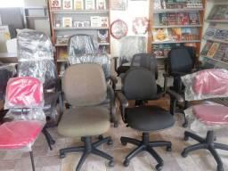 Diversas cadeiras para escritório