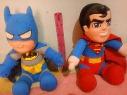 Título do anúncio:  2 Boneco urso batman e superman