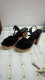 Sapato alto de castanhal