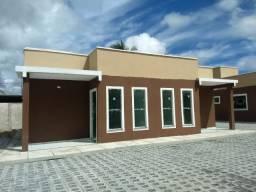 Casa pronta com 2 quartos em condomínio fechado | Doc grátis