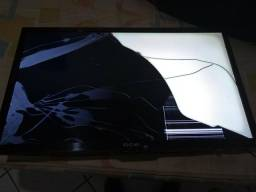 Tv cce quebrou tava no sofá menino cento em cima pra retirar pecar