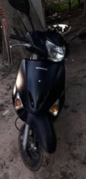 Vende-se moto lead honda - 2013