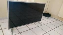 """Smart TV LG 32"""" (Tela Quebrada)"""