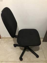 Cadeira e escrivaninha