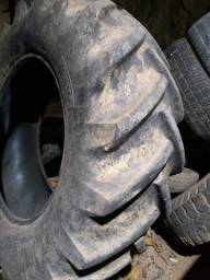 Vendo um pneu de trator  medida 14/9/28 só tenho uma unidade
