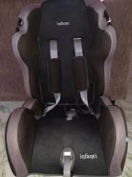 "Título do anúncio: Cadeira de bebe ""infanti"" para automóvel"