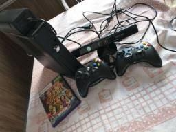 Vendo Xbox 360 Slim + Kinect + 2 controles com fio um sendo original