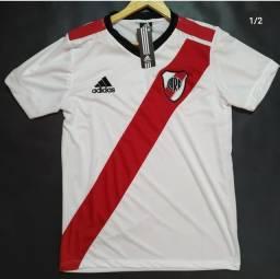 Título do anúncio: Camisa de time e seleção em ótimo estado e ótima linha.