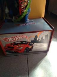 Baú de brinquedos da hotwheels