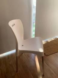 Título do anúncio: Cadeira branca em ótimo estado