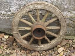 Título do anúncio: Antiga Roda de carroça pequena 46cm