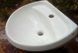 Vaso acoplado com pia brancos
