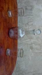Garrafa de licor com copos cristais