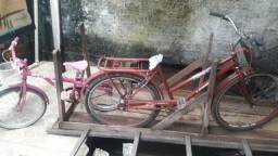 Duas bicicletas baratas