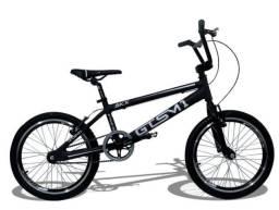 Bike bmx manobra radical.