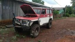 Vendo rural wilis 4x4 bloqueada e forjada diesel na troca outro preço