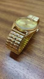 Relógio de pulso feminino com face dourada